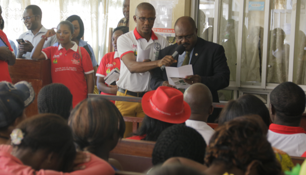 Representative of the Regional Delegate of Public Health launching the comemoration