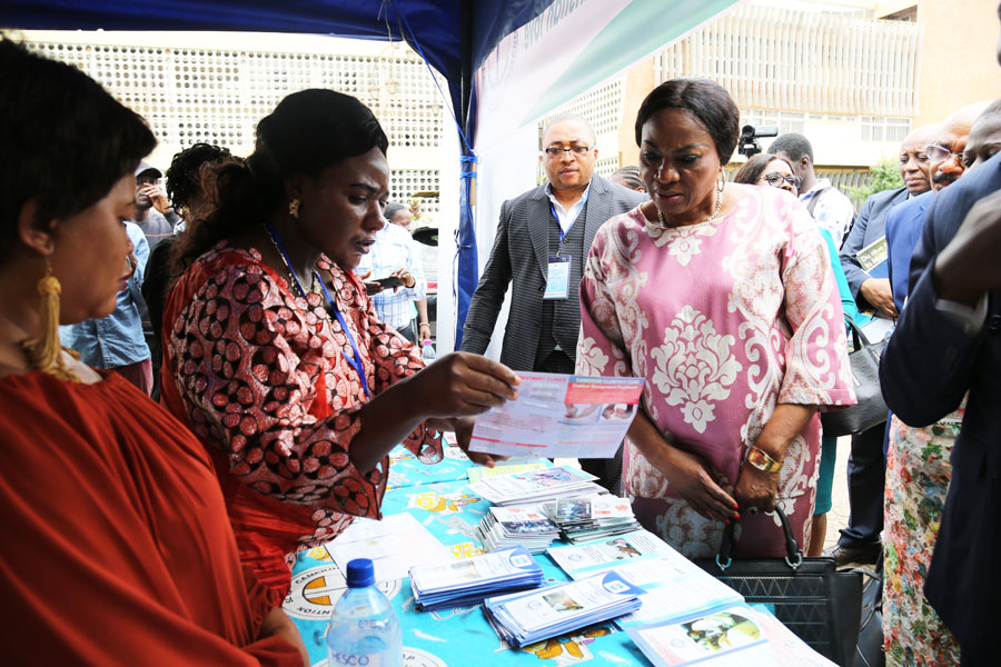 Minister of MINAS appluads CBCHS after visiting her exibition stand(1)